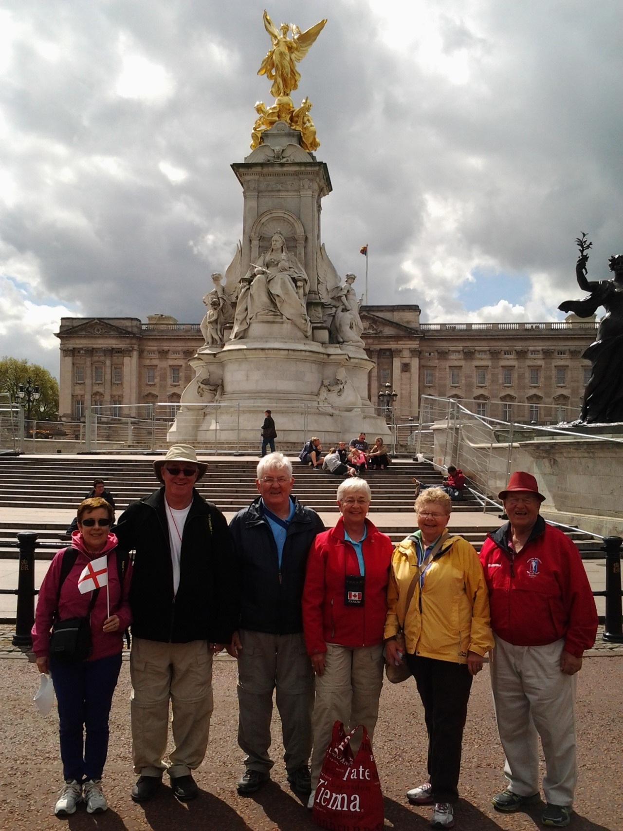 GL E In front Buckingham Pal Group Pic